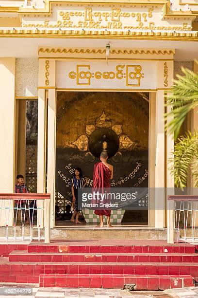 Large gong at Mahamuni Buddha Temple