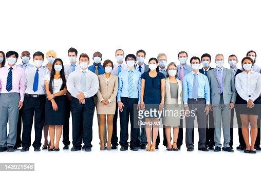 Grande gruppo di diversi business internazionale persone con maschere.