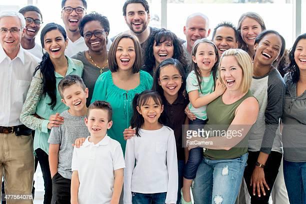 Gran grupo de amigos y profesionales