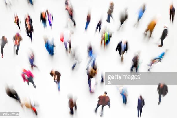 Große Gruppe von Menschen, Erhöhte Ansicht, Bewegungsunschärfe