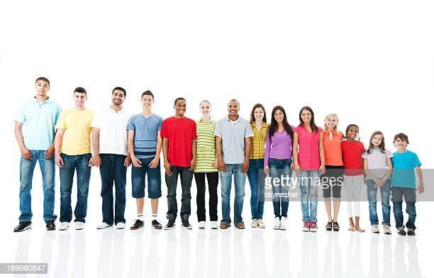 Große Gruppe von Menschen stehen neben die andere.