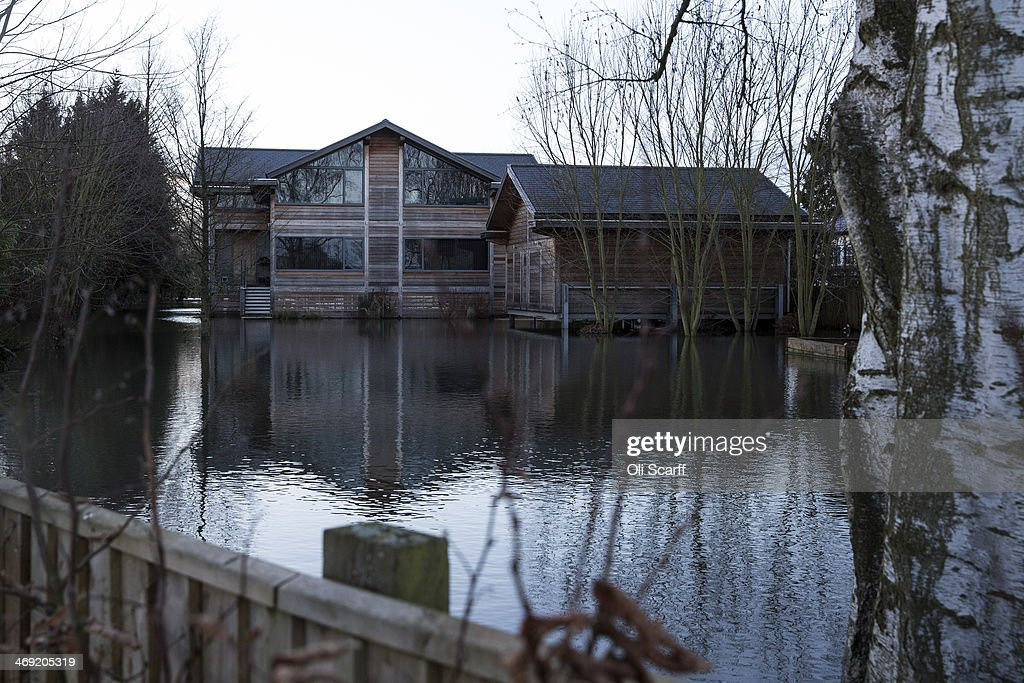 Flooding At Multi Million Pound Homes Along The Thames