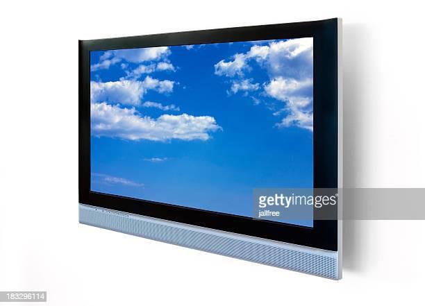 Großer LED-Fernseher, der an der Wand isoliert auf weiss