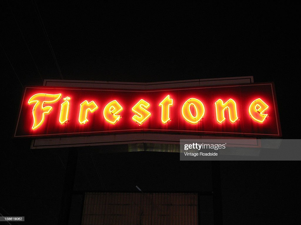 CONTENT] Large lit vintage neon sign above a tire store. Once a common sight, these signs have now become somewhat rare to see.