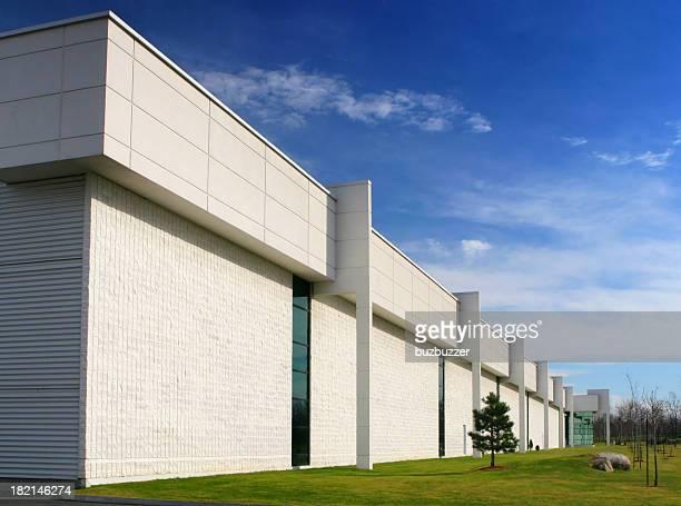 大型の製造工場の外観