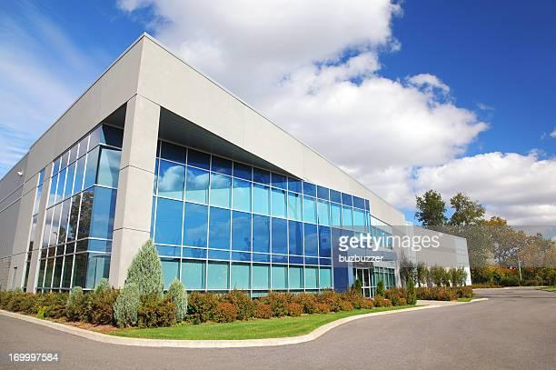 Große moderne Industriegebäude