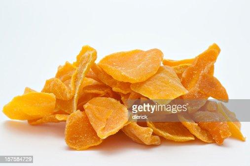 Un grande pila di mango secco.