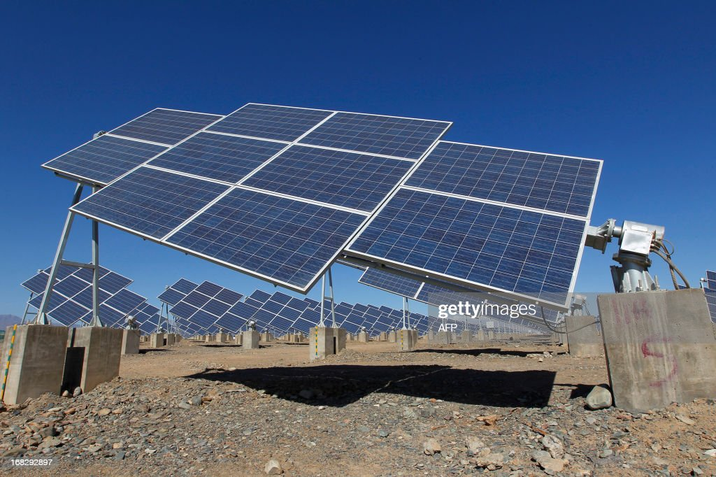 Large solar panels are seen in a solar power plant in Hami, northwest China's Xinjiang Uygur Autonomous Region on May 8, 2013. The EU executive on May 8 proposed heavy anti-dumping tariffs of around 47 percent on imports of Chinese solar panels, a European Union source said. CHINA OUT AFP PHOTO