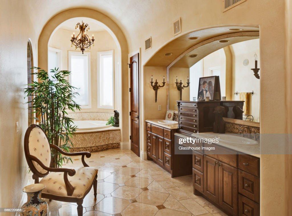 Large Traditional Bathroom