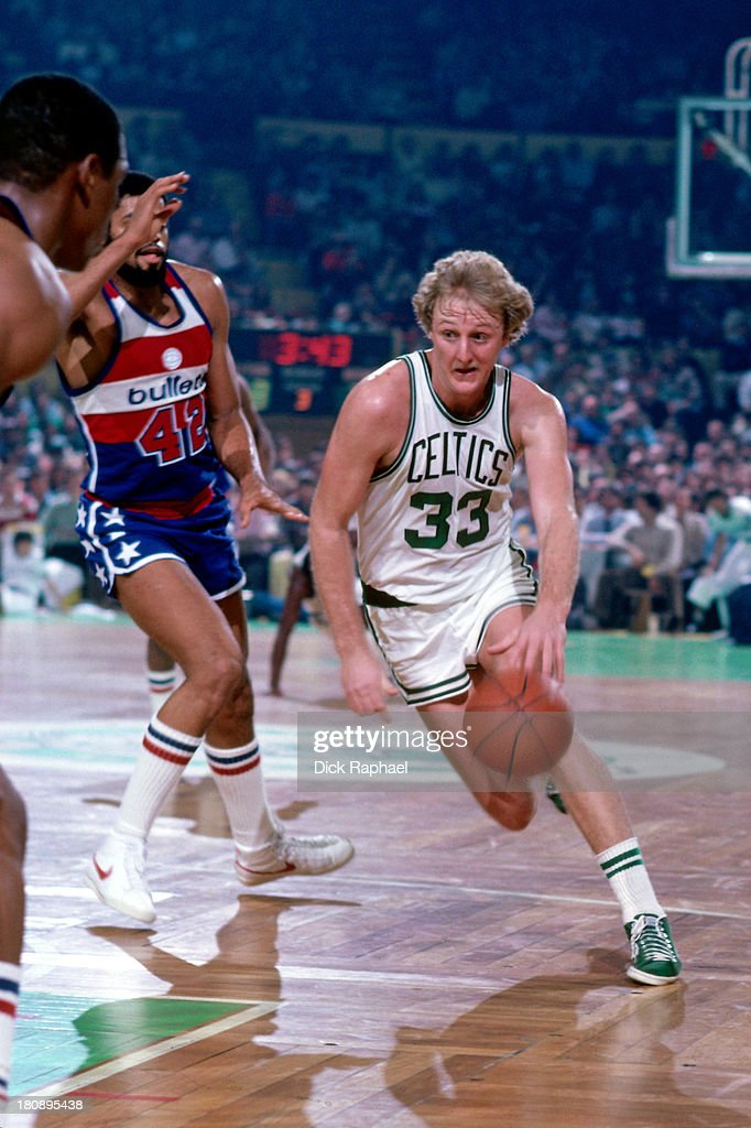 Larry Bird of the Boston Celtics drives to the basket during a game against the Washington Bullets circa 1981 at the Boston Garden in Boston...