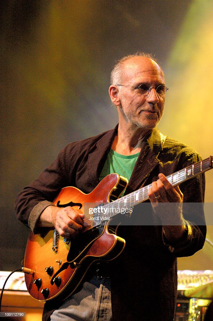 Larry Carlton performs on stage at Luz de Gas on May 12, 2005 in Barcelona, Spain.