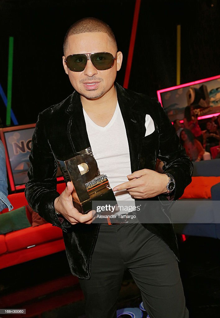 <a gi-track='captionPersonalityLinkClicked' href=/galleries/search?phrase=Larry+Hernandez&family=editorial&specificpeople=6918528 ng-click='$event.stopPropagation()'>Larry Hernandez</a> attends Univisions Premios Juventud Awards Nominees press conference at Univision Headquarters on May 9, 2013 in Miami, Florida.