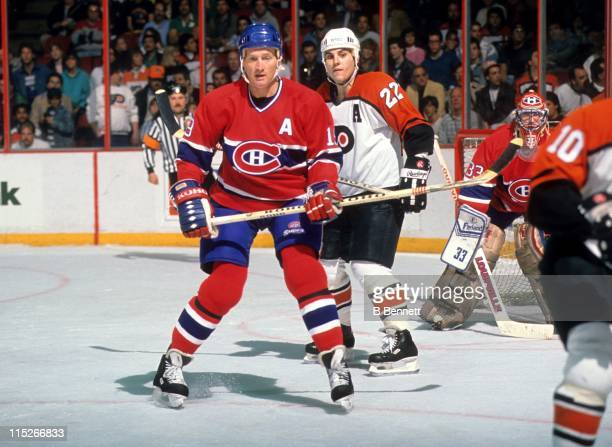 Larry Robinson of the Montreal Canadiens defends against Rick Tocchet of the Philadelphia Flyers circa 1987 at the Spectrum in Philadelphia...