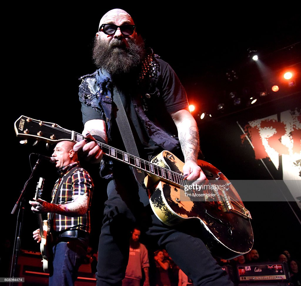Lars Frederiksen (L) and Tim Armstrong of Rancid perform in support of ...: http://www.gettyimages.com/detail/news-photo/harry-styles-of-one-direction-performs-onstage-at-dick-news-photo/503062628
