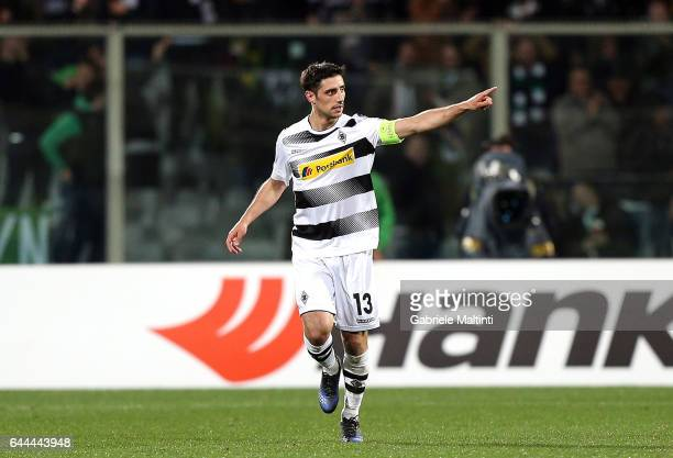 Lars Stindl of Borussia Moenchengladbach celebrates after scoring a goal during the UEFA Europa League Round of 32 second leg match between ACF...