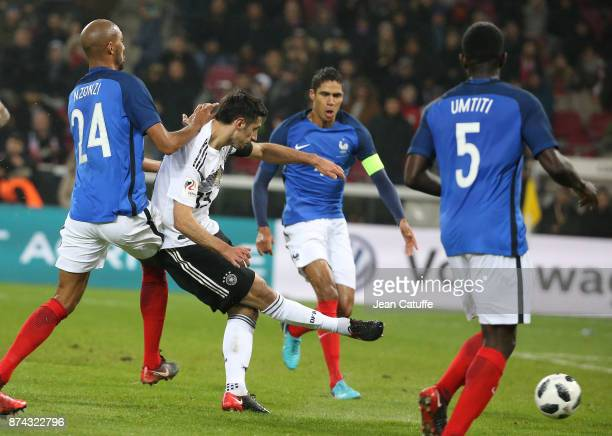 Lars Stindl of Germany scores the tying goal at the last minute during the international friendly match between Germany and France at...