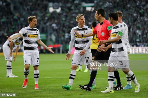 Lars Stindl of Moenchengladbach Oscar Wendt and Patrick Herrmann argue with a referee during the Bundesliga match between Borussia Moenchengladbach...