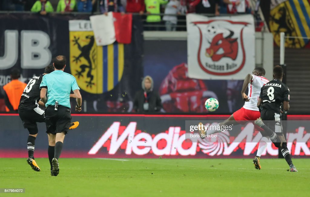 Lars Stindl of Moenchengladbach (13) shoots to score his teams second goal to make it 2:2 during the Bundesliga match between RB Leipzig and Borussia Moenchengladbach at Red Bull Arena on September 16, 2017 in Leipzig, Germany.