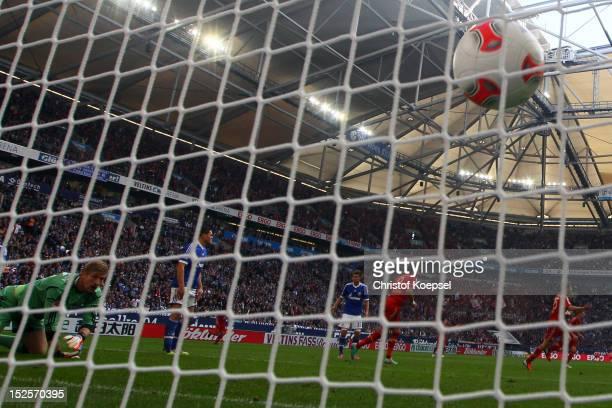 Lars Unnerstall of Schalke gets the second goal of Thomas Mueller of Bayern during the Bundesliga match between FC Schalke 04 and FC Bayern Muenchen...