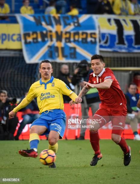 Las Palmas' midfielder Roque Mesa Quevedo vies with Sevilla's Argentinian midfielder Matias Kranevitter during the Spanish league football match UD...