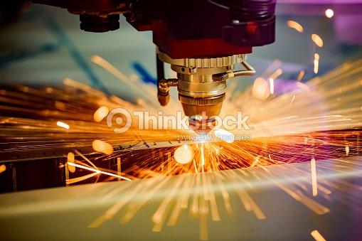 CNC de Laser coupe technologie moderne en métal industriel. : Photo