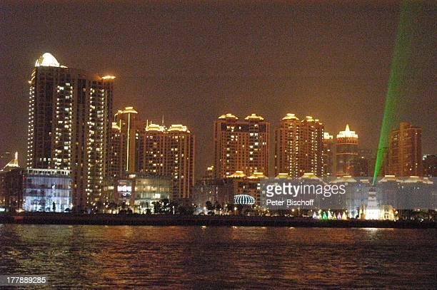 LaserShow Prachtstraße 'Bund' Skyline Stadtteil Puxi Shanghai China Asien Fluss Huang Pu Nacht nachts Beleuchtung Hochhaus Wolkenkratzer Architektur...