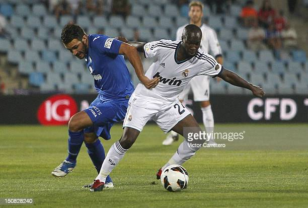 Lass Diarra of Real Madrid duels for the ball with Xavi Torres of Getafe during the La Liga match between Getafe and Real Madrid at Coliseum Alfonso...