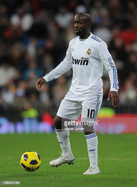 Lassana Diarra of Real Madrid controls the ball during the la liga match between Real Madrid and Mallorca at Estadio Santiago Bernabeu on January 23...