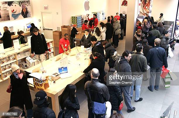 Last minute shoppers queue up at the Apple store during the last remaining hours of shopping on Christmas eve December 24 2004 in New York City...
