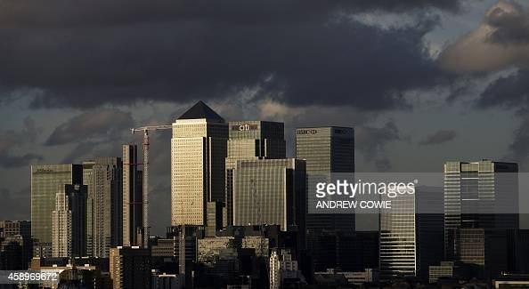 Late afternoon sunshine falls on Canary Wharf and buildings in the financial district in East London on November 14 2014 AFP PHOTO / ANDREW COWIE