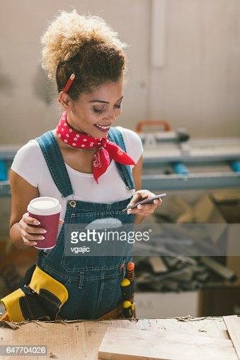 Latina Carpenter dans son atelier : Photo