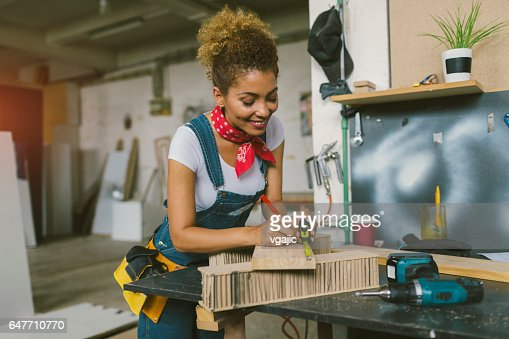 Latina Carpenter In Her Workshop : ストックフォト