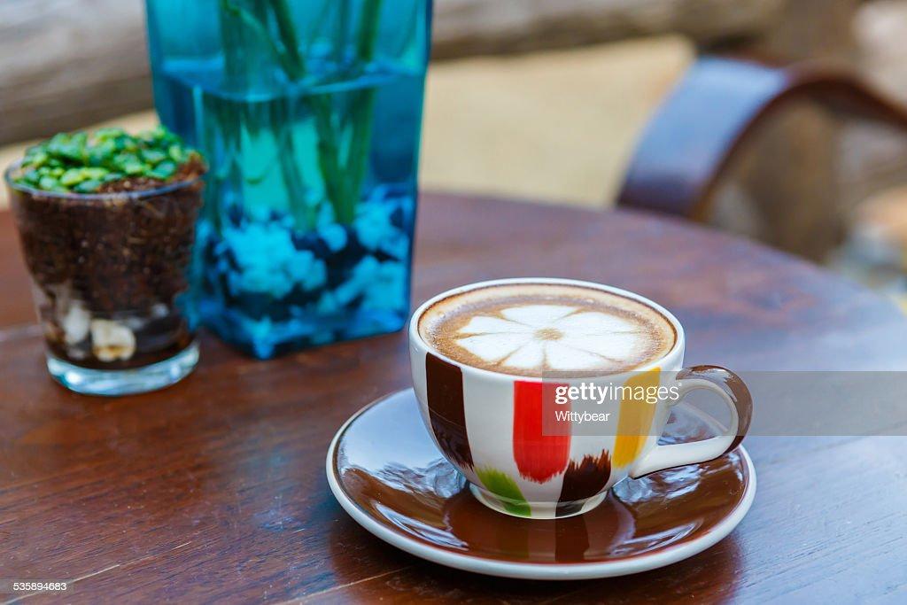 Le Latte Café tasse de café sur la table : Photo
