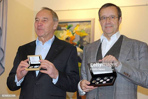 RUJIENA Latvia Latvian President Andris Berzins and Estonian President Toomas Hendrik Ilves hold euro coins they exchanged in Rujiena Latvia on Jan 2...