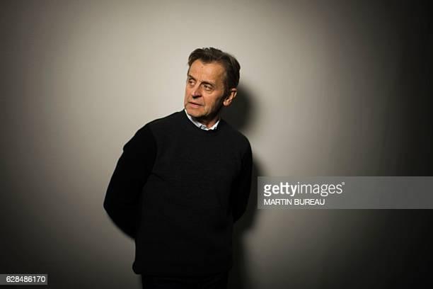 Latviaborn Russian and US dancer Mikhail Baryshnikov poses for portraits on December 8 2016 in Paris / AFP / MARTIN BUREAU