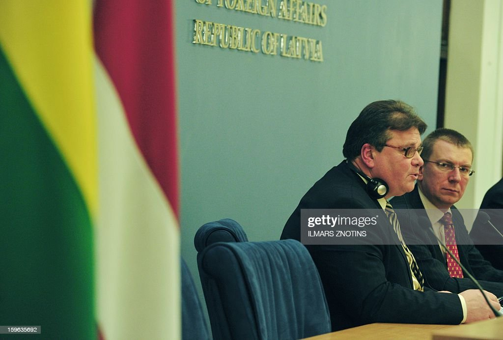 Latvian Foreign Minister Edgar Rinkevics (R) and his Lithuanian counterpart Linas Linkevicius (L) give a press conference after their meeting in Riga on January 17, 2013. AFP PHOTO/ILMARS ZNOTINS
