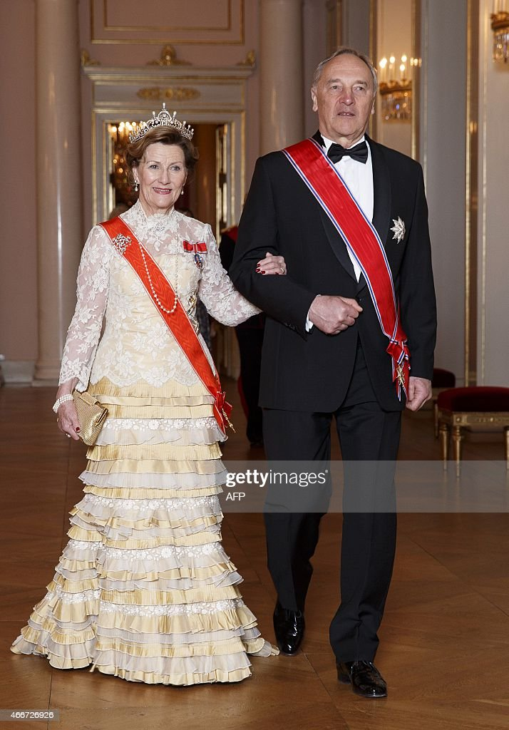Latvian president Andris Berzins (R) and Norwegian Queen Sonja arrive for a gala dinner at the Royal Palace in Oslo on March 18, 2015. The dinner is in honour of the Latvian president who is Norway for a two-day state visit. PHOTO / NTB scanpix / JUNGE, HEIKO NORWAY OUT