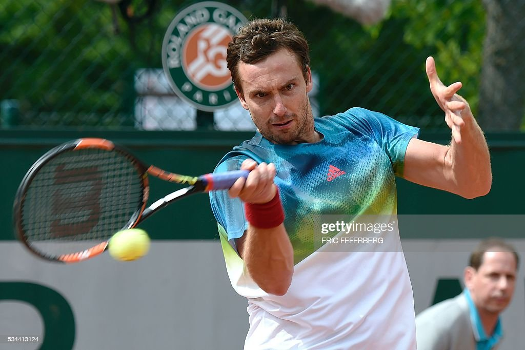 Latvia's Ernests Gulbis returns the ball to Portugal's Joao Sousa during their men's second round match at the Roland Garros 2016 French Tennis Open in Paris on May 26, 2016. / AFP / Eric FEFERBERG