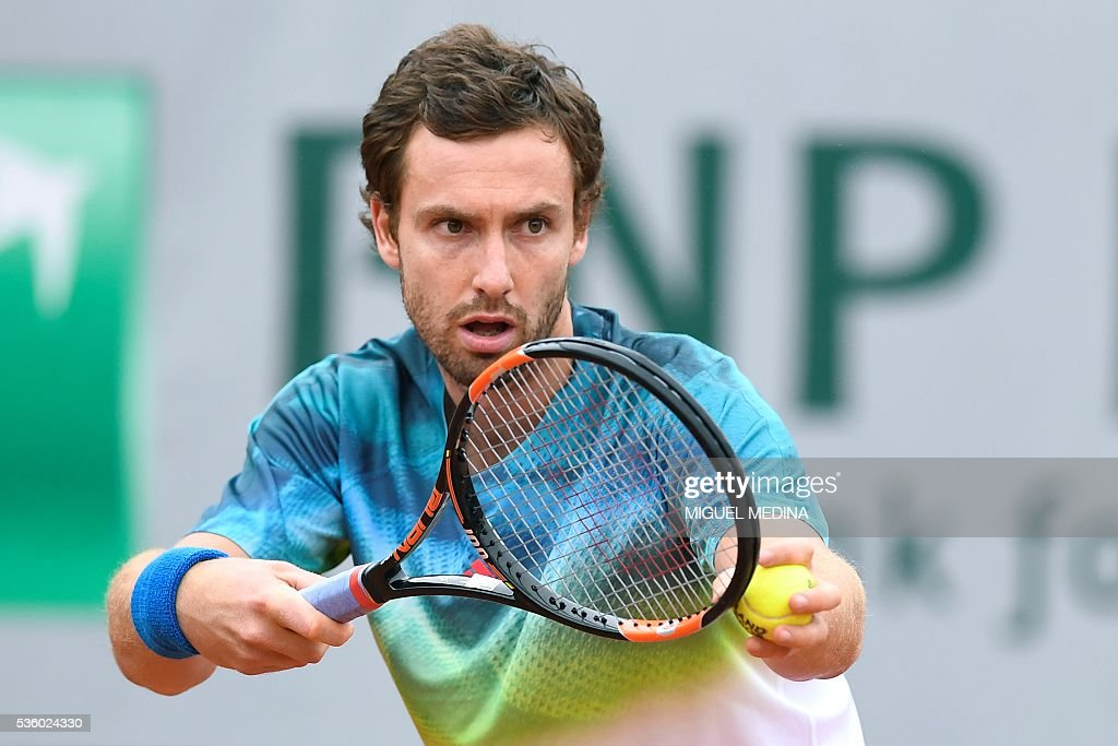 Latvia's Ernests Gulbis serves the ball to Belgium's David Goffin during their men's fourth round match at the Roland Garros 2016 French Tennis Open in Paris on May 31, 2016. / AFP / MIGUEL