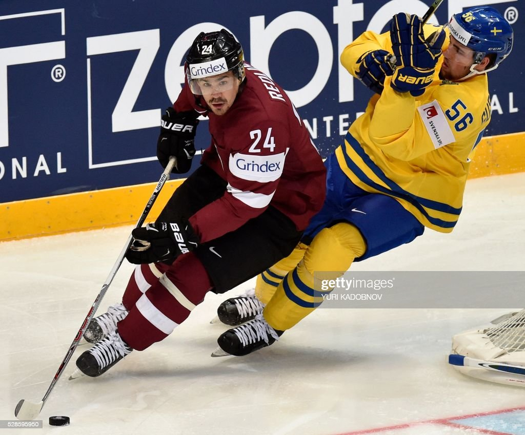 Latvia's forward Mikelis Redlihs (L) vies with Sweden's Eric Gustafsson (R) during the group A preliminary round game Sweden vs Latvia at the 2016 IIHF Ice Hockey World Championship in Moscow on May 6, 2016. / AFP / Yuri KADOBNOV