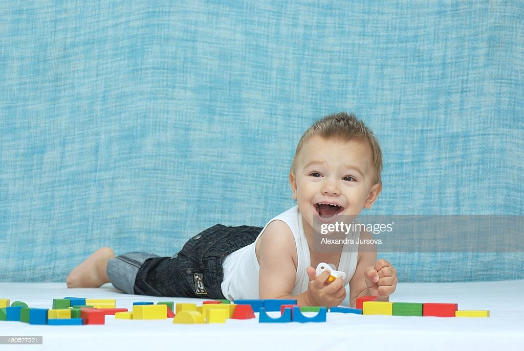 Laughing boy and wooden cubes : Stockfoto