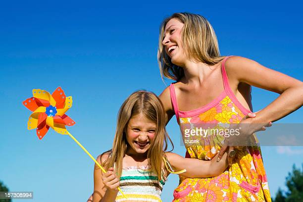 Lachen Mädchen mit Mutter