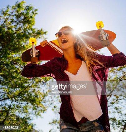 Rire fille avec Skate