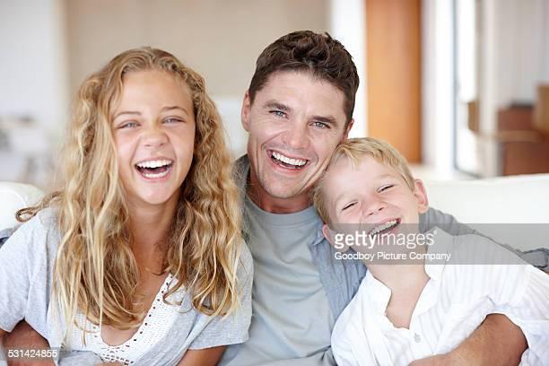 Lachen mit Eltern