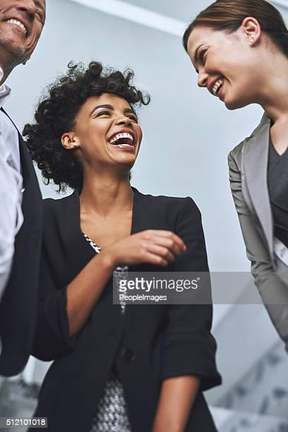 Lachen am Arbeitsplatz weniger betonen, mehr Geschäftsreisende