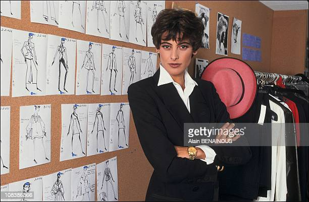 Launches her line « prêtaporter» in Paris France on October 02 1991