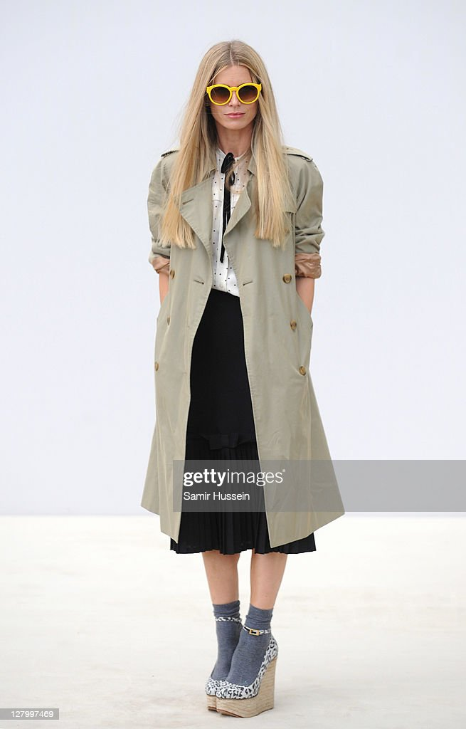 <a gi-track='captionPersonalityLinkClicked' href=/galleries/search?phrase=Laura+Bailey+-+Model&family=editorial&specificpeople=202040 ng-click='$event.stopPropagation()'>Laura Bailey</a> attends the Burberry Spring Summer 2012 Womenswear Show at Kensington Gardens on September 19, 2011 in London, England.