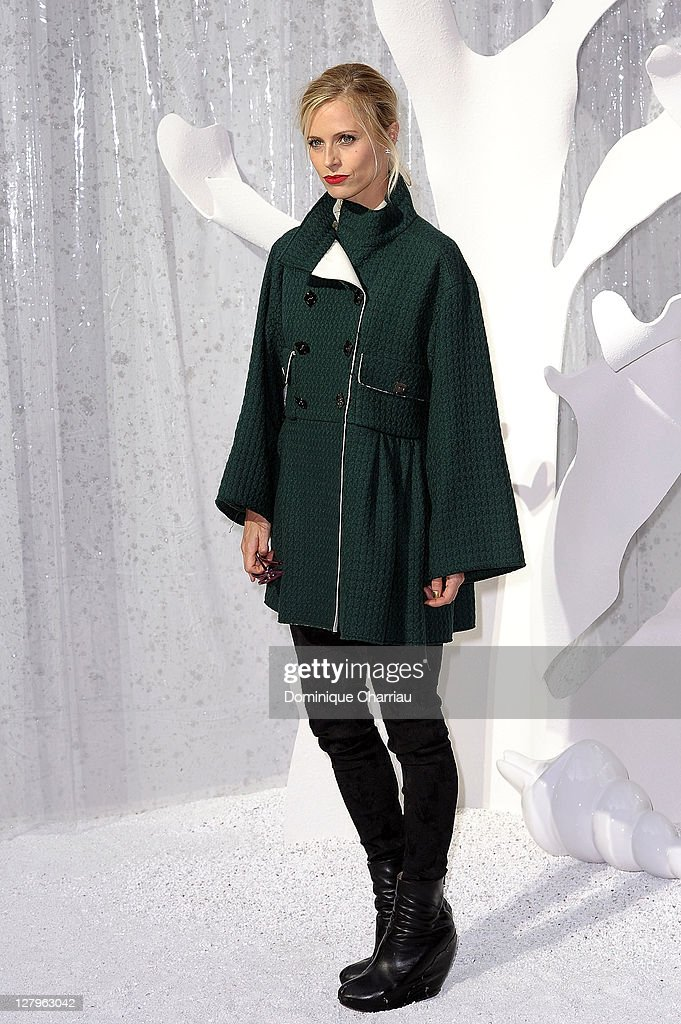 <a gi-track='captionPersonalityLinkClicked' href=/galleries/search?phrase=Laura+Bailey&family=editorial&specificpeople=202040 ng-click='$event.stopPropagation()'>Laura Bailey</a> attends the Chanel Ready to Wear Spring / Summer 2012 show during Paris Fashion Week at Grand Palais on October 4, 2011 in Paris, France.