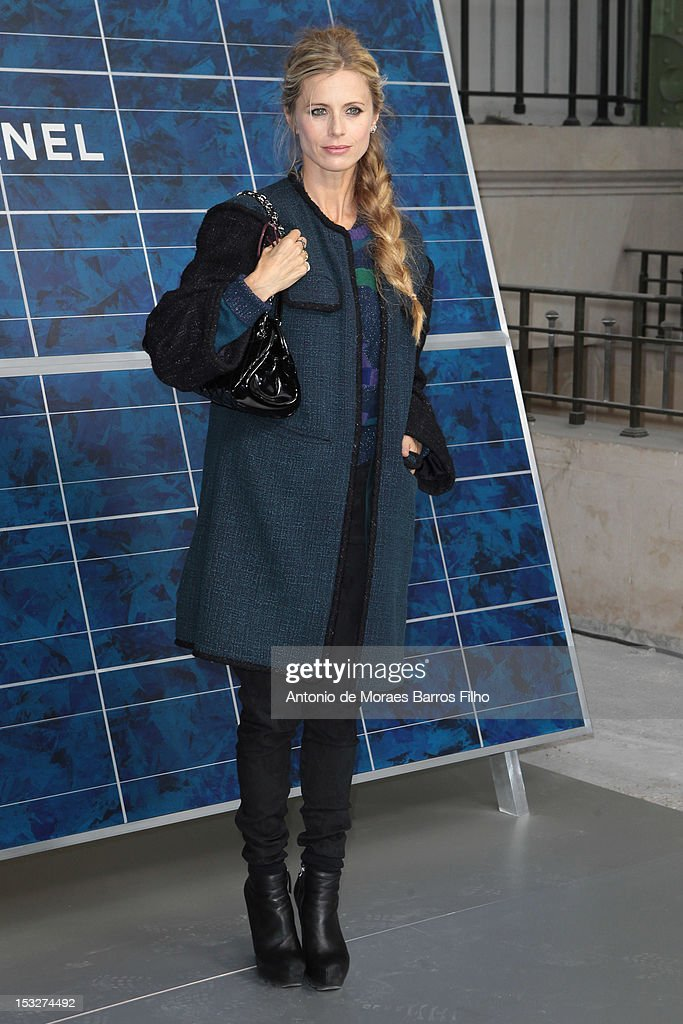 <a gi-track='captionPersonalityLinkClicked' href=/galleries/search?phrase=Laura+Bailey+-+Model&family=editorial&specificpeople=202040 ng-click='$event.stopPropagation()'>Laura Bailey</a> attends the Chanel Spring / Summer 2013 show as part of Paris Fashion Week at Grand Palais on October 2, 2012 in Paris, France.