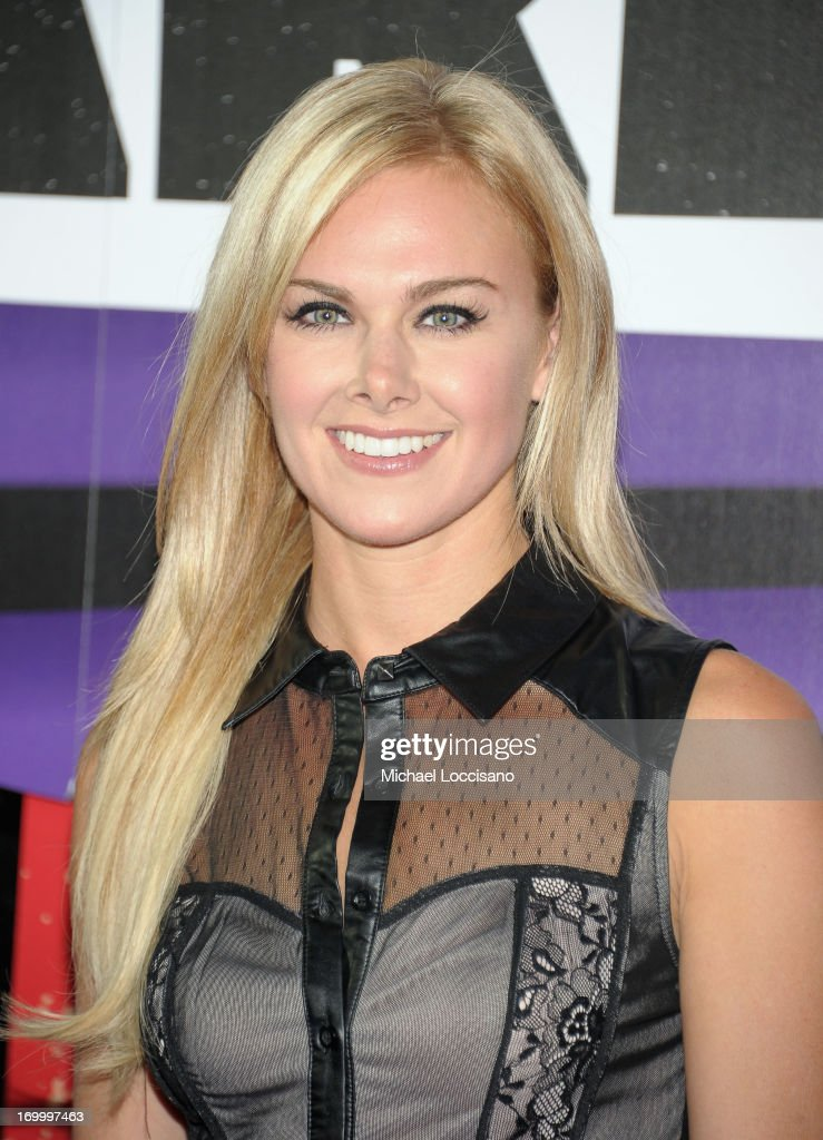 <a gi-track='captionPersonalityLinkClicked' href=/galleries/search?phrase=Laura+Bell+Bundy&family=editorial&specificpeople=666348 ng-click='$event.stopPropagation()'>Laura Bell Bundy</a> attends the 2013 CMT Music awards at the Bridgestone Arena on June 5, 2013 in Nashville, Tennessee.